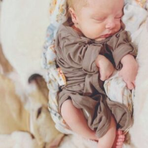 MOTHER.lifestyle - Newborn Knotted Sleeper